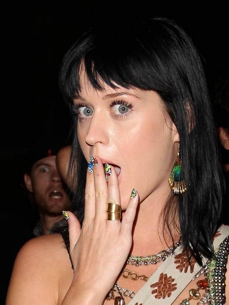 Nageldesign GalerieBunt, bunt, bunt sind alle meine Nägel, bunt, bunt, ist alles, was ich mag ....  Katy Perry, wäre nicht Katy Perry, wenn sie langweilige French Nails tragen würde.