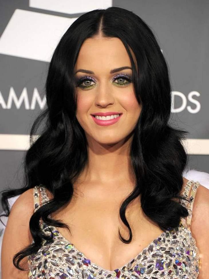 Diese Star-Frisuren sind TrendWie Schneewittchen:  Katy Perry setzt Akzente mit schwarzen Wellen.