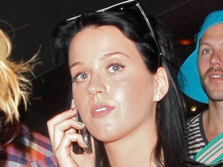 Stars ungeschminktDa  Katy Perry immer sehr viel bunte Farbe im Gesicht hat, könnte man die Befürchtung haben, dass sie ungeschminkt nicht so hübsch ist. Das Gegenteil ist der Fall.