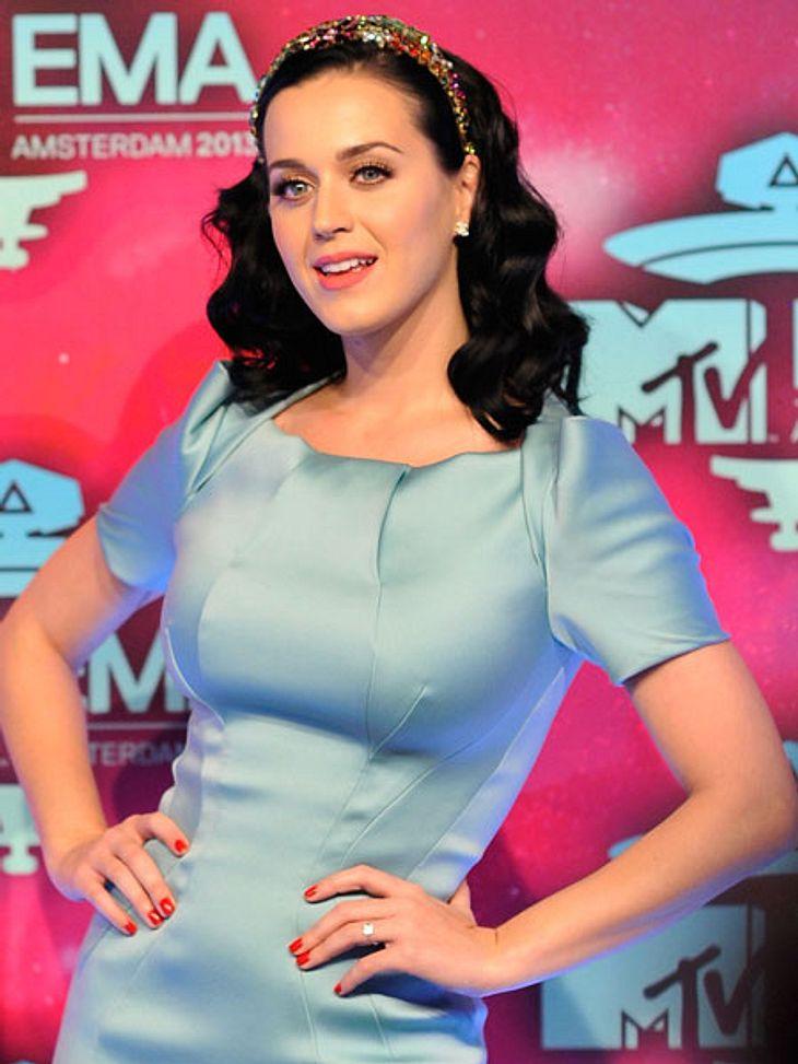 Trägt Katy Perry einen Verlobungsring?