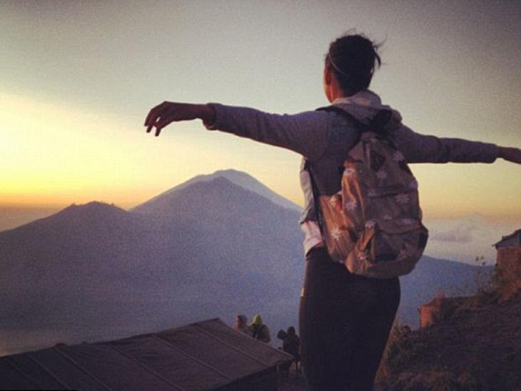"""Die besten Twitter-Bilder der Stars im SeptemberKaty Perry (27) hat sich auf eine spirituelle Reise begeben. Die Sängerin nahm sich eine Auszeit, um neue Energie zu tanken. """"Ich aß, ich betete und ich kletterte auf einen Vulkan"""","""