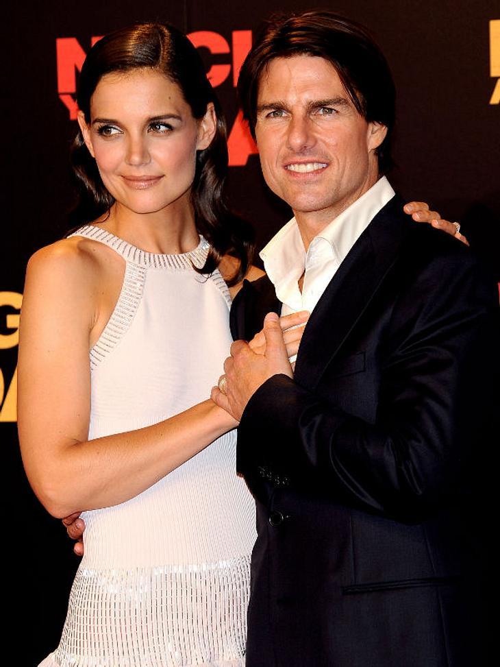 Prominente Paare mit großem AltersunterschiedHollywoods-Traumpaar? Tom Cruise (49) und Katie Holmes (33) trennen fast 17 Jahre. Am 17. Juni 2005 machte Tom Cruise seiner Katie unter dem Pariser Eiffelturm einen Heiratsantrag, danach folgte