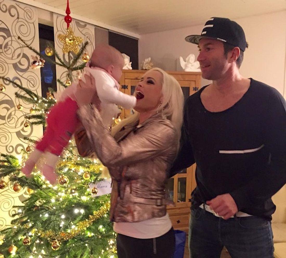 Daniela Katzenberger & Lucas Cordalis: Süßes Weihnachtsfoto mit Baby Sophia