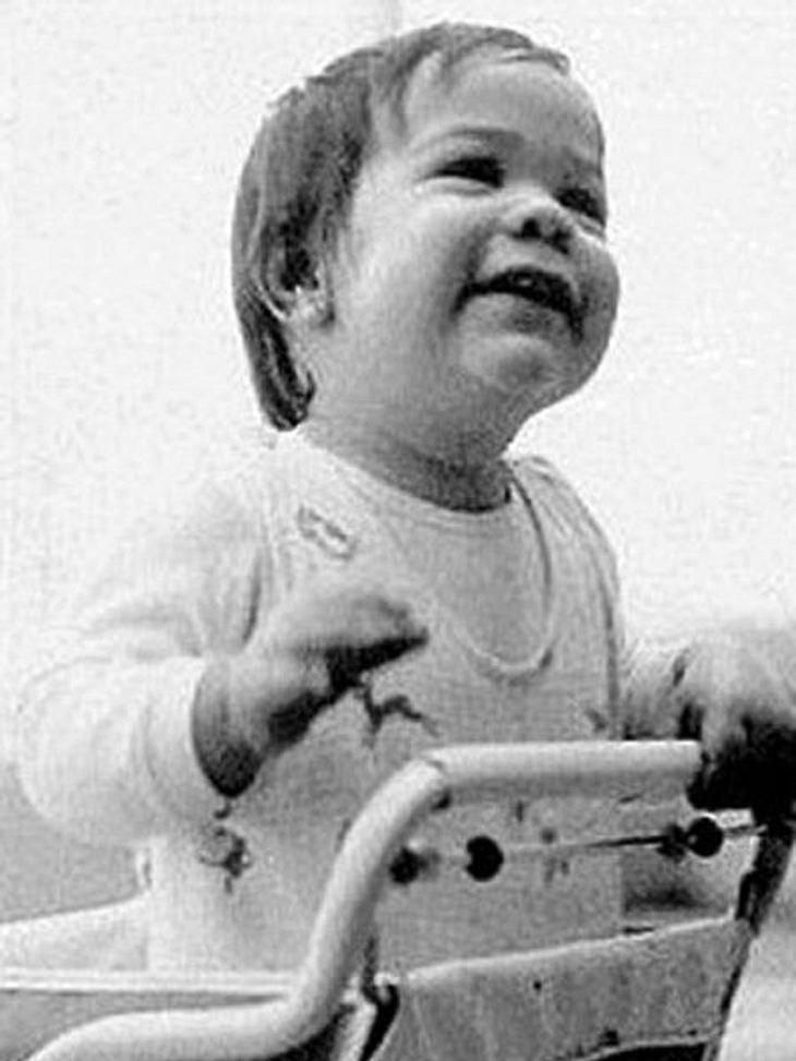 Die Kinderfotos der StarsGanz so lebensbejahend guckt dieser Schauspieler heute nicht mehr zum Himmel. Liegt wohl auch an seiner dichten Gesichtsbehaarung.