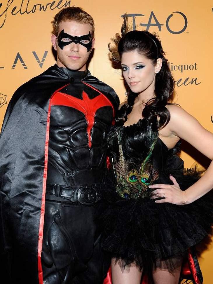 """Die """"Twilight""""-Stars Kellan Lutz und Ashley Greene als Superheld und Pfau."""