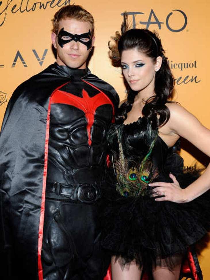 """So feiern die Stars HalloweenDie """"Twilight""""-Stars Kellan Lutz und Ashley Greene feierten als Batman und Pfau."""