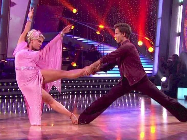 Dancing with the Stars: Dieses Promis rocken Trotz einiger überflüssiger Pfunde war  Kelly Osbourne aber für jede Verrenkung bereit.