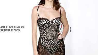 Kendall Jenner setzt auf die Farbe Pink - Foto: Getty Images