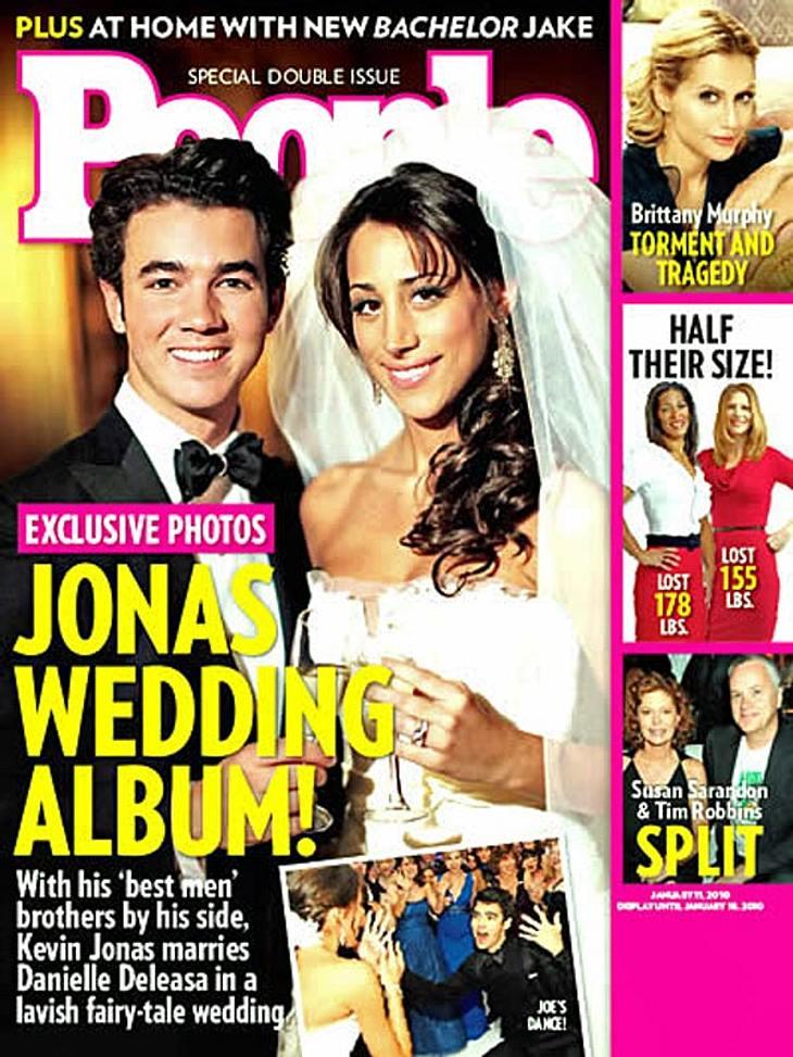 """Das happy Ehepaar auf dem Cover des US-Magazins """"People"""": Kevin Jonas und seine Danielle"""