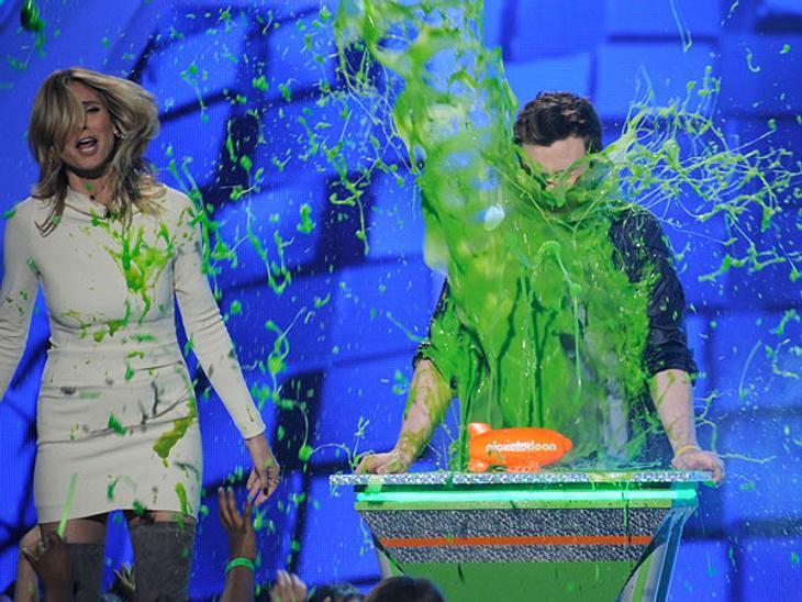 """Kid's Choice Awards 2012Es ist wohl eine der lustigsten Veranstaltungen überhaupt. Keine langweiligen Reden und steifes Rumsitzen. Bei den """"Kid's Choice Awards"""" steht eines immer im Vordergrund: grüner Schleim!Wer bei den Kids nic"""