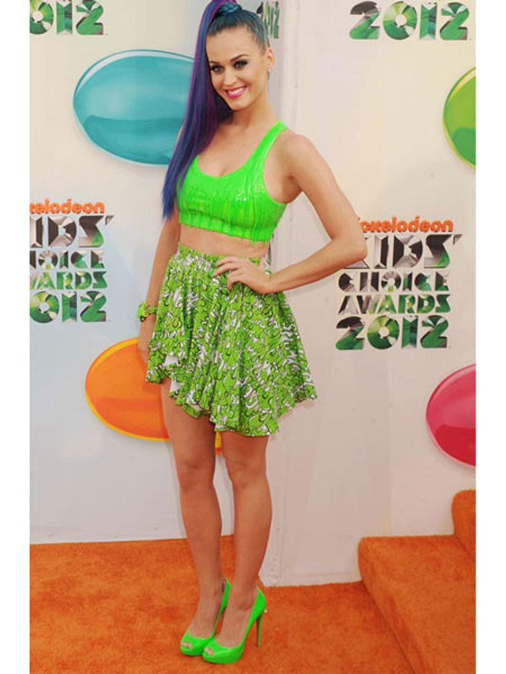 Kid's Choice Awards 2012Für den Fall der Fälle hat sich Katy Perry (27) gleich in Schleim-grün eingekleidet. Zusammen mit den blauen Haaren das mit Abstand abgefahrenste Outfit des Abends.