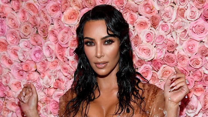Kim Kardashians verrückter Trick gegen Augenringe
