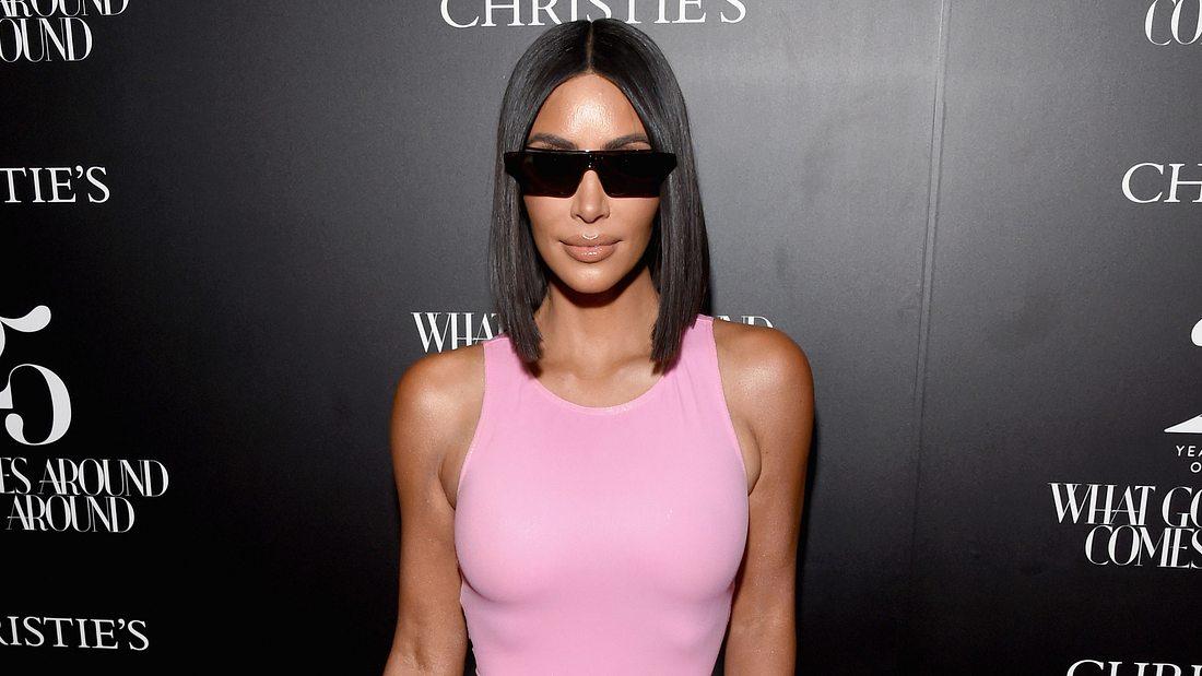 Glatt und shinny - Kim Kardashian liegt mit ihrer Frisur voll im Trend