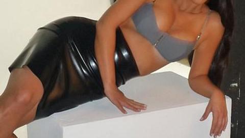 Die schwangere Kim Kardashian zeigt ihren Bauch
