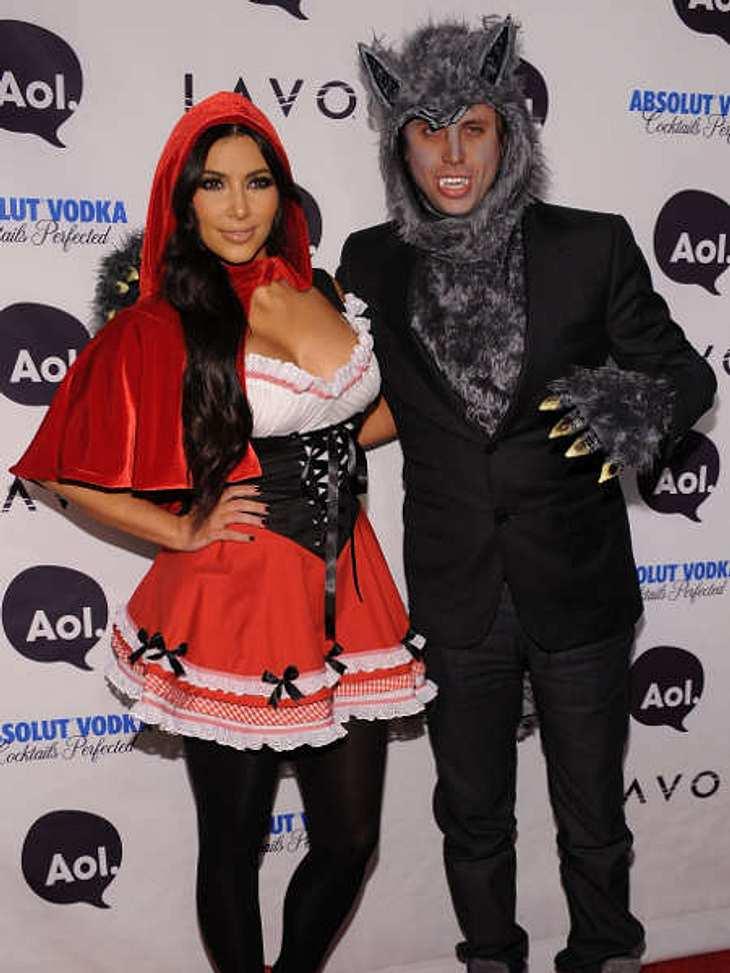 So feiern die Stars HalloweenSüß! Kim Kardashian und Kumpel Jonathan Cheban gingen letztes Jahr als Rotkäppchen und der böse Wolf.