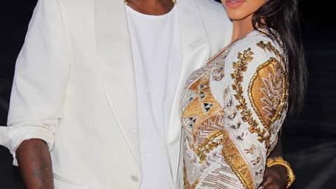 Promi-Paare und ihre Fake-BeziehungenKim Kardashian (31) wird ja seit jeher eine ziemliche - pardon - Mediengeilheit vorgeworfen. Deshalb wird dem Reality-Show-Star jetzt auch unterstellt, ihre Beziehung mit Kanye West (34) sei ein abgekart - Foto: GettyImages