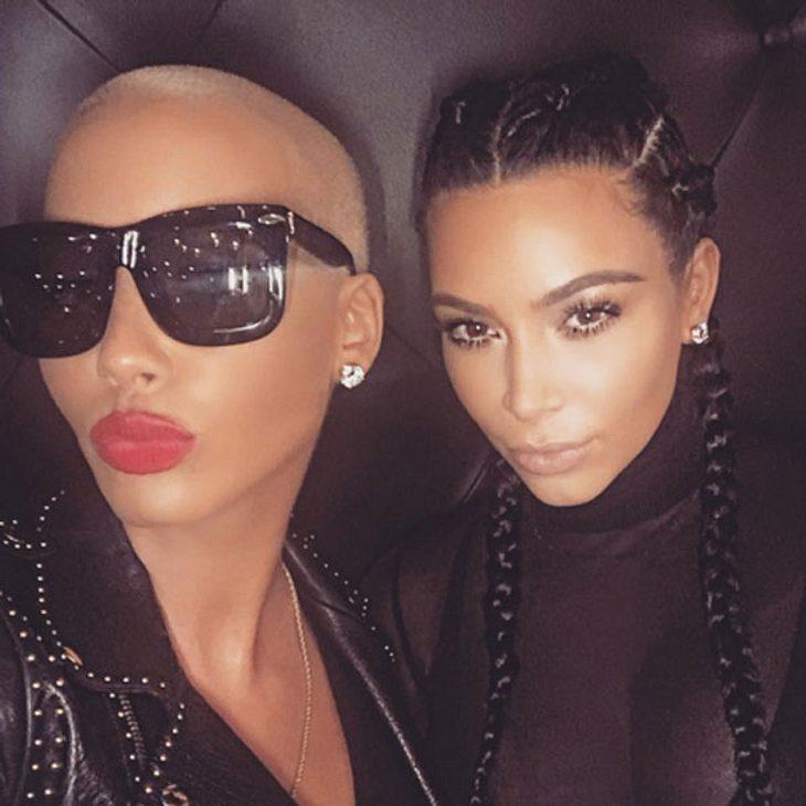 Kim Kardashian posiert mit Amber Rose