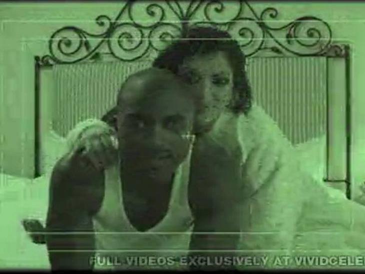 Die Sex-Tapes der StarsEin Trostpflaster mag für Kim Kardashian gewesen sein, dass sie erst durch dieses Video so richtig berühmt wurde. Zuvor war der heutige Reality Show-Star eigentlich nur als beste Freundin von Paris Hilton bekannt. Mit