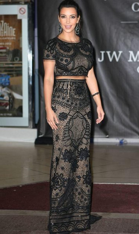 Stars: Vorher-NachherFRÜHER - Richtig dünn, war Kim Kardashian (31) noch nie. Doch die ein oder andere Diät zeigte auch bei Kims üppigem Hinterteil Wirkung.