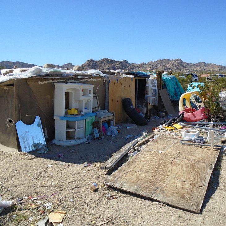 Die Kinder wurden in einer fensterlosen Holzhütte eingesperrt