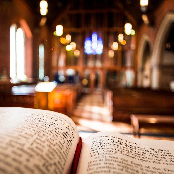Schüsse in Kirche - Eine Tote, mehrere Verletzte!