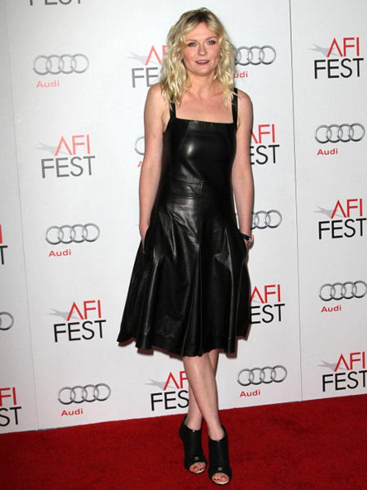 Star-Style: Die größten Fashion-Fiaskos im NovemberLeder-Laster: Zu Kirsten Dunst passen nur schlichte, helle Kleider mit einfachen Schnitten. Das sieht man vor allem daran, dass sie, wenn sie sich nicht daran hält, ziemlich kostümiert auss