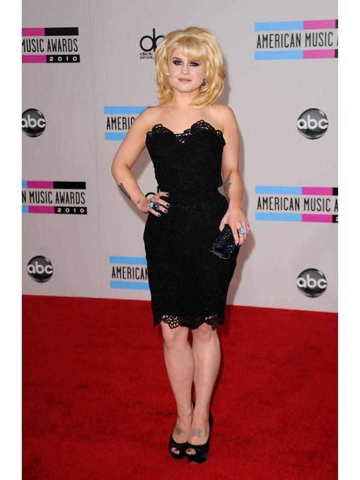 """Kelly Osbourne präsentiert ihren frisch erschlankten Body ebenfalls im """"Kleinen Schwarzen""""."""