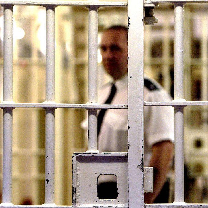 Gefängnis! UK-Nacktmodel beißt Frau ein Ohr ab