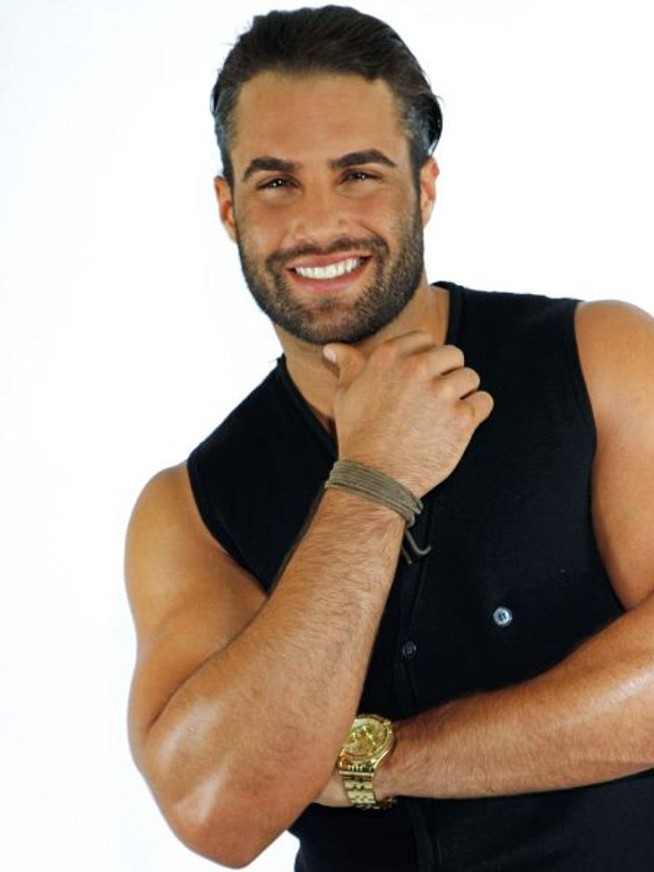 Köln 50667 - die neue TV-CliqueDiego Cortez (26) ist Barkeeper und DJ: Sein Hobby sind die Frauen. Bei dem Aussehen ist das auch kein Wunder. Er achtet penibel auf sein Äußeres: Sport, Ernährung und Co. sind ihm das Wichtigste. Immerhin möc
