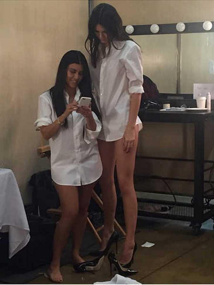 Kourtney Kardashian & Kendall Jenner im Größen-Vergleich