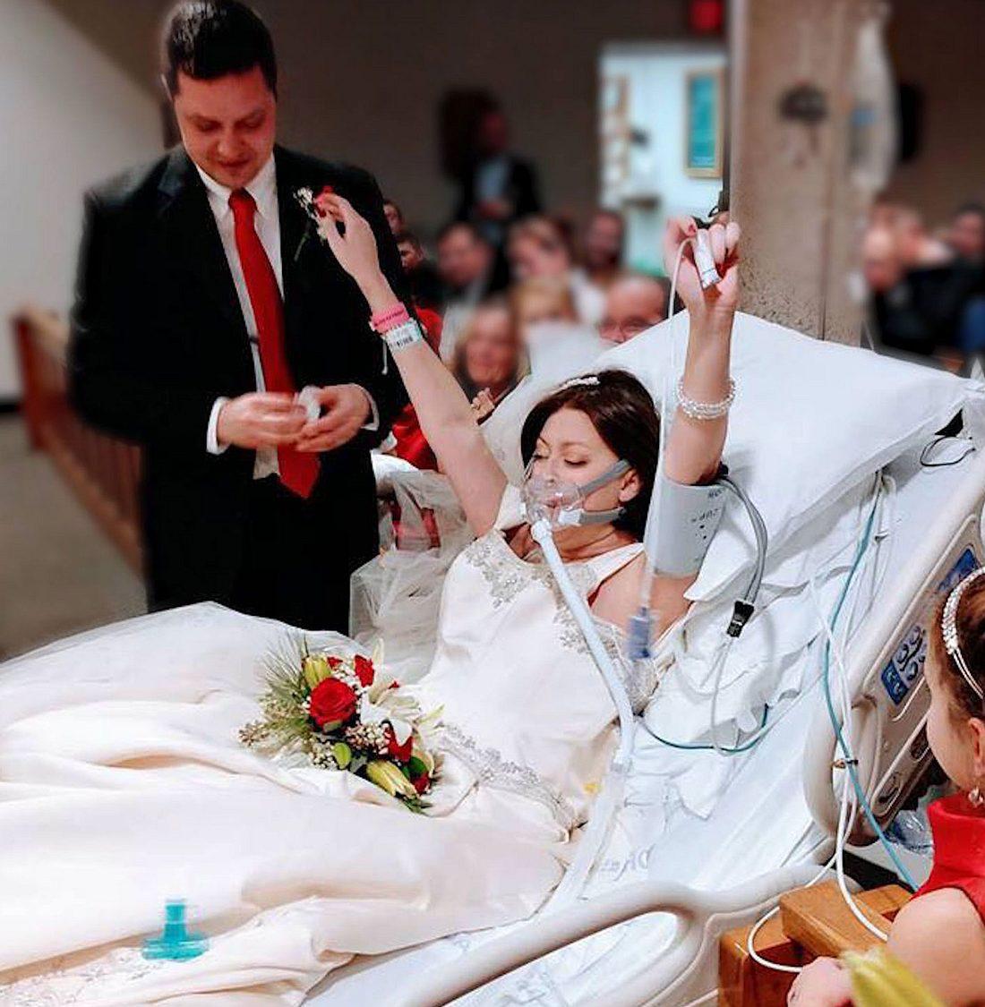 Krebspatientin heiratet auf Sterbebett - 18 Stunden später ist sie tot