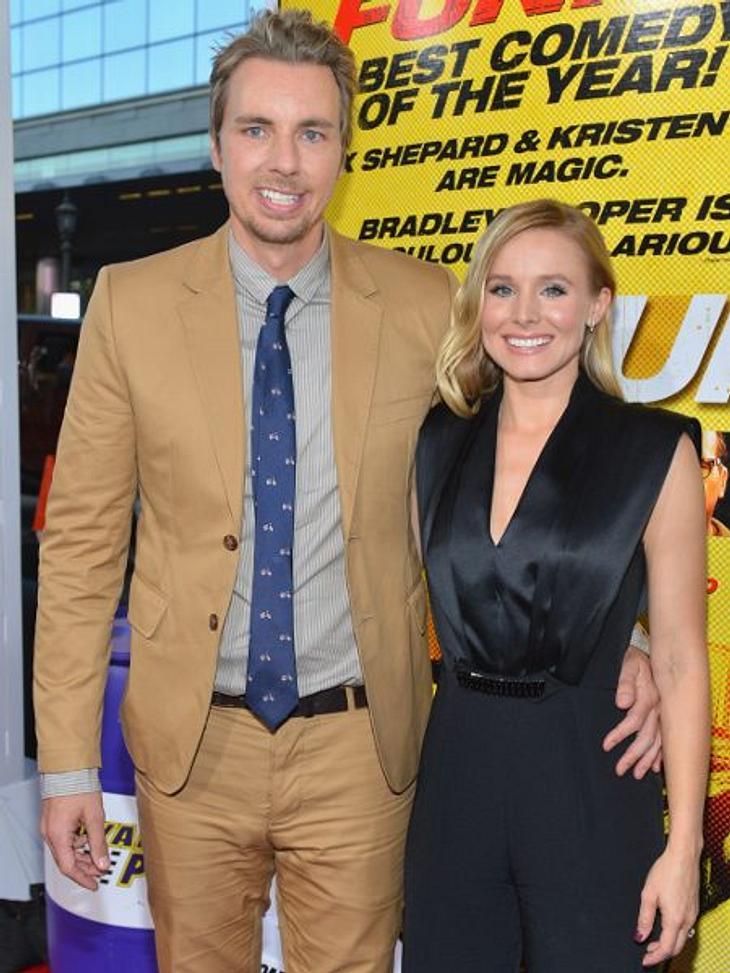 """Stars - die Nachbarn aus der HölleWie zum Beispiel Schauspielerin Kristen Bell (32) und ihrem Verlobter Dax Shepard (37). """"Die Musik, die Partys und die Gäste. Es ist fürchterlich"""", beklagt sich Dax über Justins Halligalli-Hütte."""