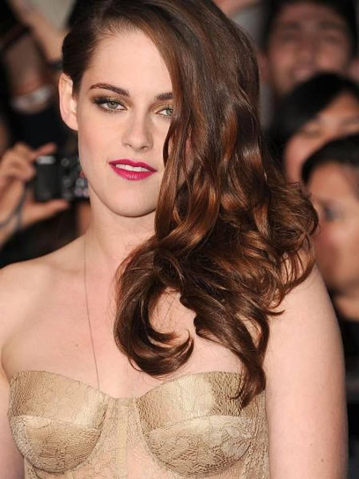 """""""Breaking Dawn """": Weltpremiere mit Kristen Stewart & Robert PattinsonMit Vamp-Mähne und Korsagen-Oberteil wirkte Kristen Stewart sexy wie nie..."""