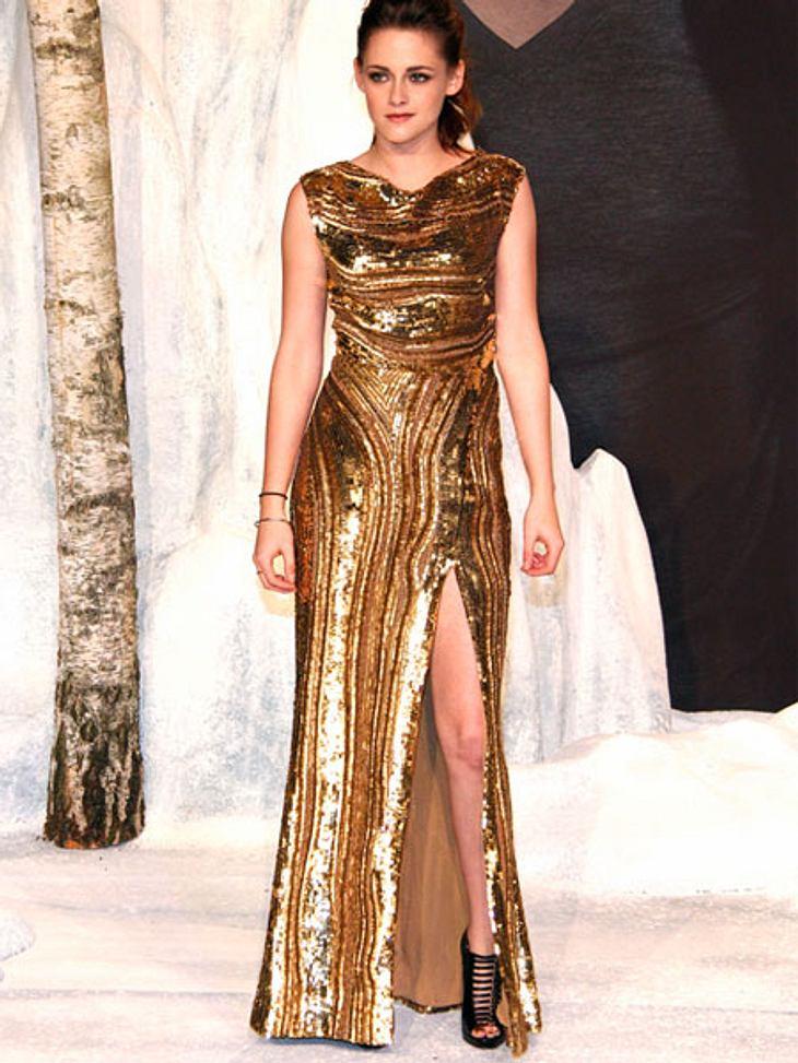 Der Premieren-Look von Kristen StewartAls krönender Abschluss in Berlin war Kristen Stewart ganz in Gold gehüllt.