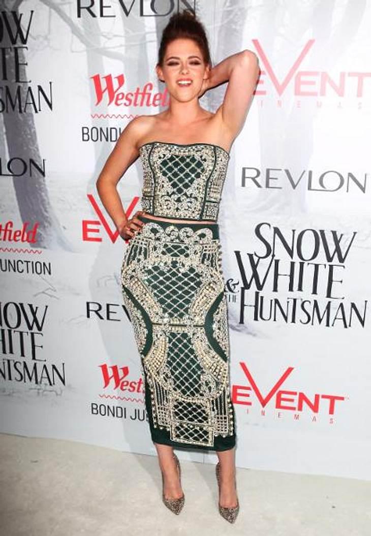 Das neue Image der Kristen StewartWer ist diese Person und was hat sie mit Kristen Stewart gemacht? Kaum zu glauben, aber bei der Filmpremiere in Australien gab die Schauspielerin richtig Gas und bot den Fotografen gewagt laszive Posen an.