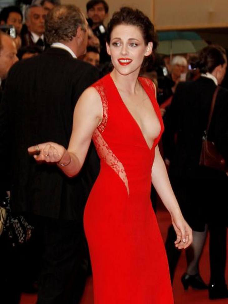 Das neue Image der Kristen StewartVon wegen! Auch bei einer Filmpremiere in Cannes war Kristen Stewart die Lockerheit in Person. Und ausgerechnet sie, die sonst bei ihren Red Carpet-Outfits gerne mal modisch danebengreift, zeigte sich stils