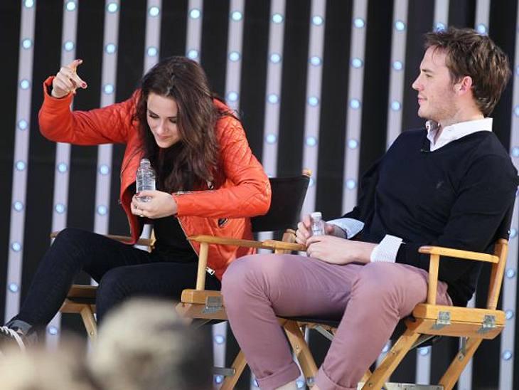 Das neue Image der Kristen StewartUnd mehr noch: Kristen Stewart gestikulierte lebhaft, schnitt Grimassen, alberte herum, statt wie üblich eher steif zu verharren. Kurzum: Sie schien wie ausgewechselt. Ein einmaliger Ausrutscher etwa?