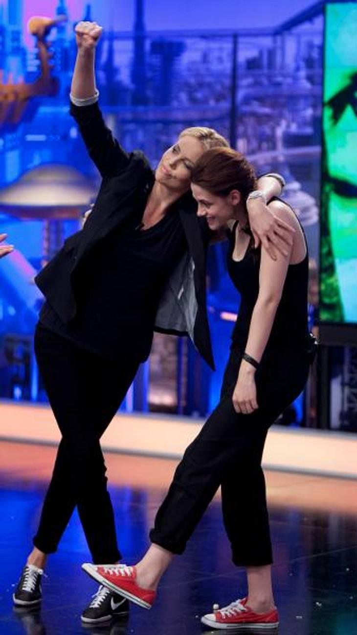 Das neue Image der Kristen StewartSie scheint ihr neues Image echt durchzuziehen: Bei einem Auftritt im spanischen Fernsehen wirkten Kristen Stewart und Charlize Theron wie alte Kumpels und heizten die Stimmung ordentlich an.