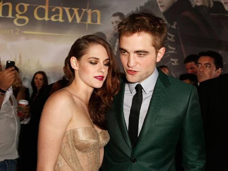 """""""Breaking Dawn """": Weltpremiere mit Kristen Stewart & Robert PattinsonRobert Pattinson (26) und Kristen Stewart (22) sind wieder zusammen - als Paar und jetzt auch auf dem roten Teppich.Am Montagabend feierten die """"Twiligh"""