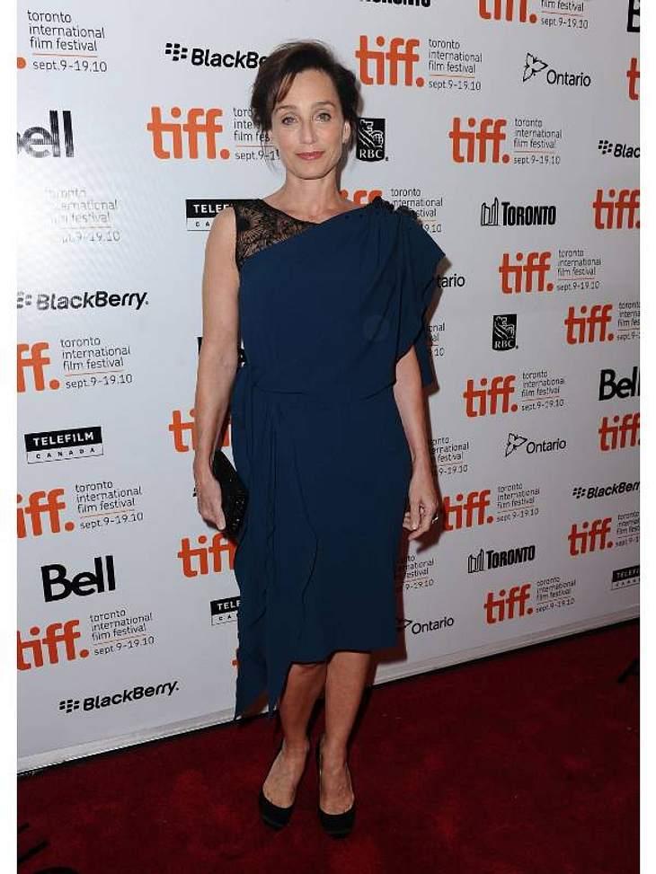 """Kristin Scott Thomas ist bekannt aus dem Fim """"Der Pferdeflüsterer"""", doch privat interessiert sich die Schauspielerin mehr für Mode als für Lagerfeuer und Viehtrieb. Gute Wahl, dafür gibt es Platz Sechs!"""