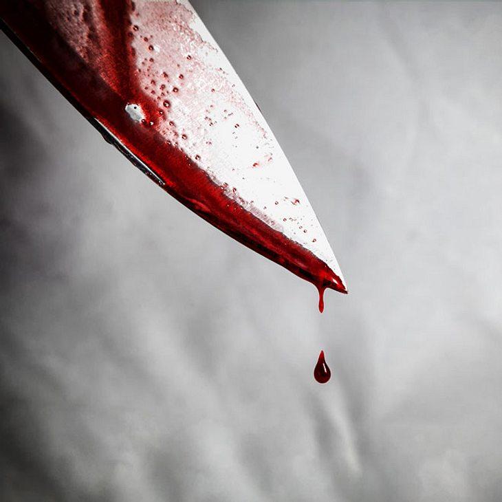 Mädchen sticht mit Messer auf Jungen ein