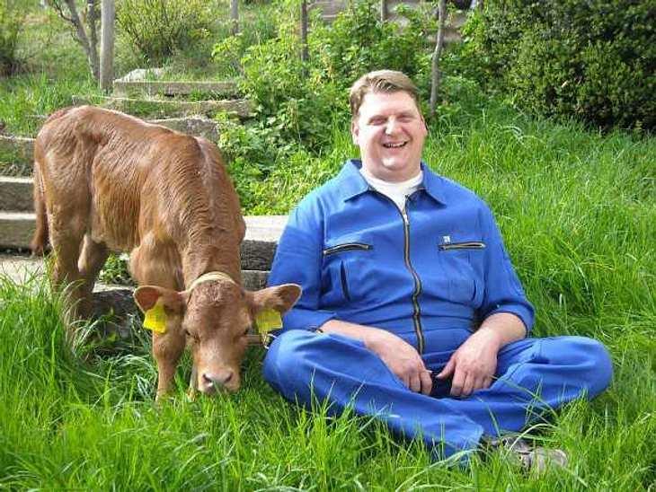 """""""Bauer sucht Frau"""" - Die Kandidaten 2012Der muntere Milchbauer Kurt (38) wohnt mit seiner Familie in Mittelfranken. In seiner Freizeit ist Kurt gerne aktiv - er geht reiten und ist Mitglied in Vereinen. Seine Traumfrau hat er dami"""