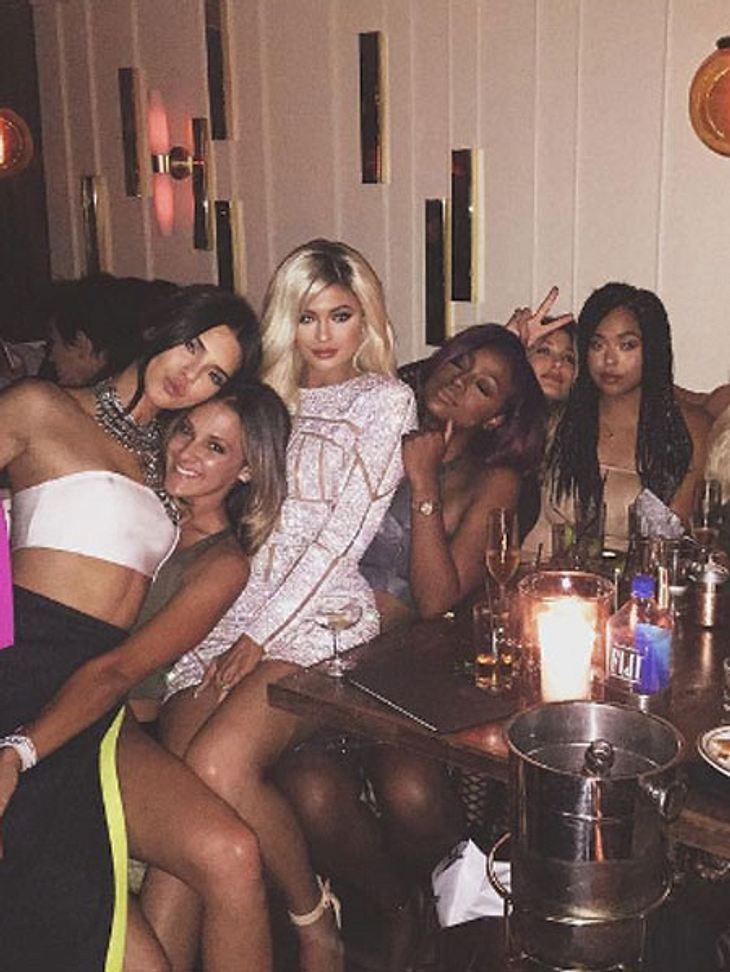 Kylie Jenner (dritte von links) feierte ihren 18. Geburtstag