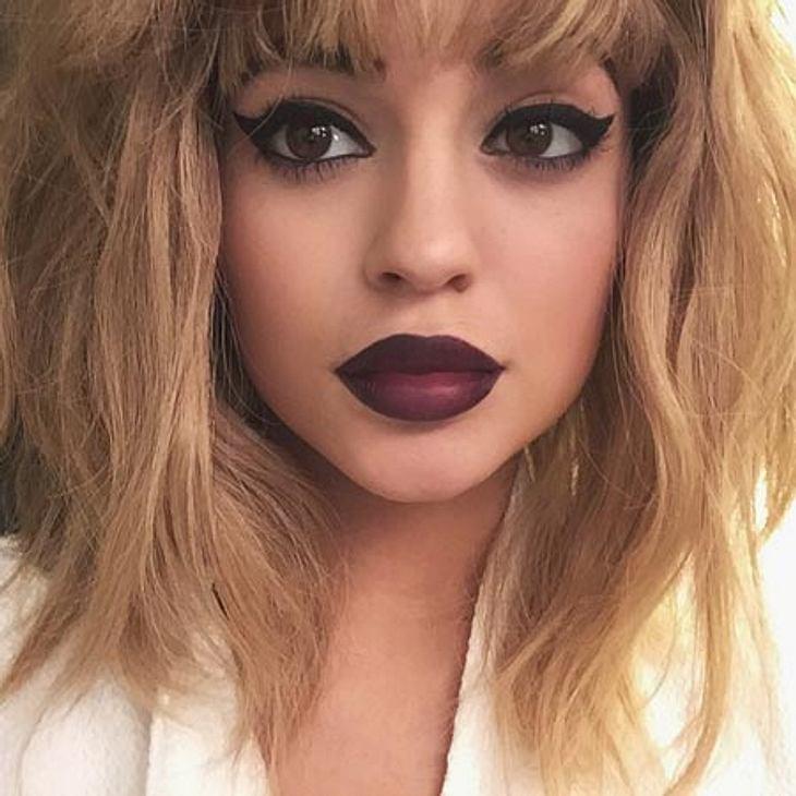 Kylie Jenner präsentiert neben ihren riesigen Lippen dieses Mal auch eine blonde Haarpracht