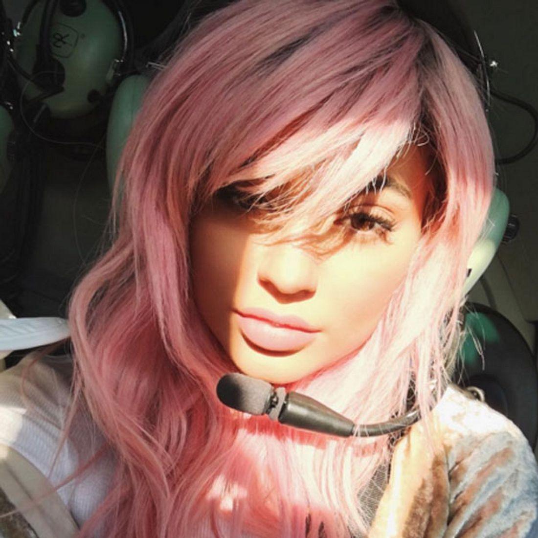 Kylie Jenner trägt jetzt rosa Haare