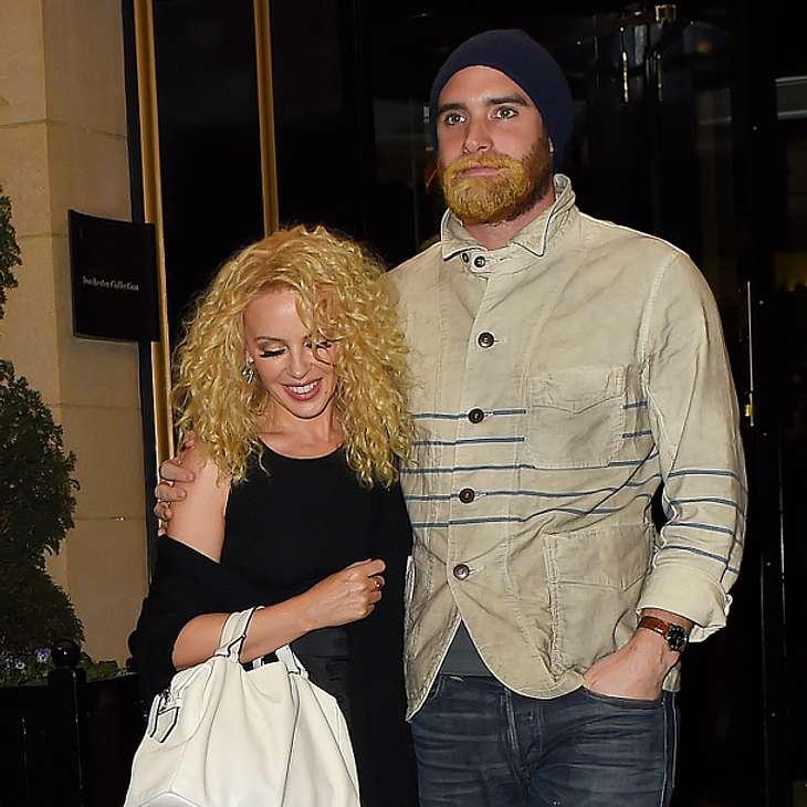 Kylie Minogue und Joshua Sasse haben angeblich auf einer griechischen Insel geheiratet