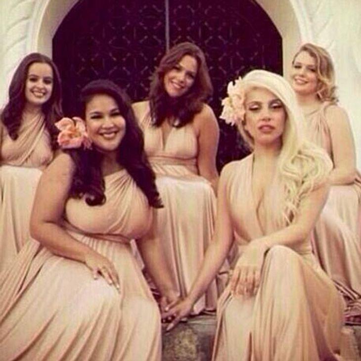 Lady Gaga mit den anderen Brautjungfern.
