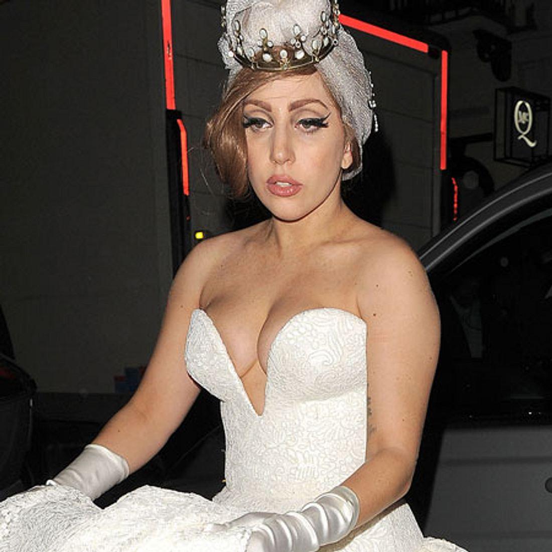 So wird Lady Gagas Brautkleid sicherlich NICHT aussehen.