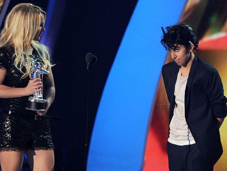 VMA 2011 - Die HighlightsBritney Spears überreichte einen MTV Video Music Award an eine sehr männliche Lady Gaga.