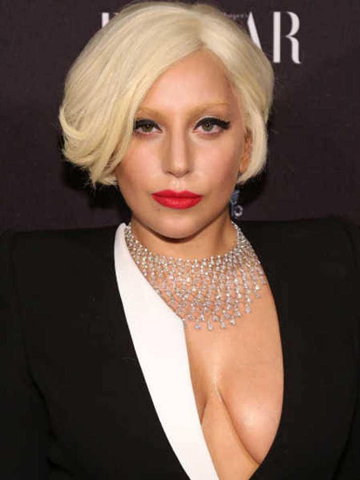 Lady Gaga zeigt sich seeehr freizügig auf dem Roten Teppich